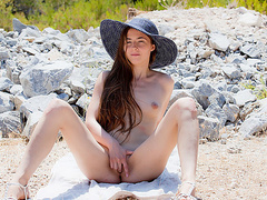 Hot chick Leila fingers her twat in HD art porn